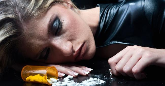 При длительном применении с нарушением дозировок, возможно развитие зависимости от препарата, нарушение в работе психики и внутренних органов