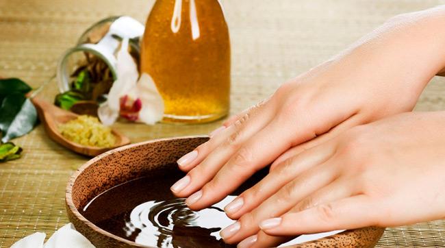 Травяные ванночки помогут быстро снять припухлость, покраснение и смягчить глубокие трещины