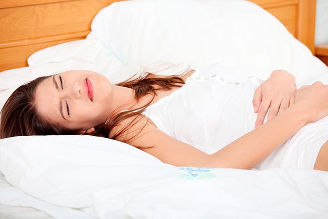 После проведения процедуры в течение двух дней человек может ощущать жжение, повышение температуры и появление прожилок крови в моче
