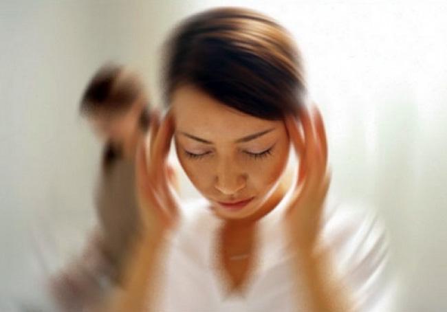 Если гематокрит повышен длительное время, возникают частые головокружения, тошнота, затрудненное дыхание, онемение конечностей, при возникновении таких симптомов, необходимо срочно обратиться к врачу