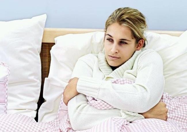Вакцина, за редким исключением, не вызывает побочных реакций, они могут проявляться как: повышение температуры, озноб, быстрая утомляемость, головная боль, болевые ощущения в мышцах и суставах