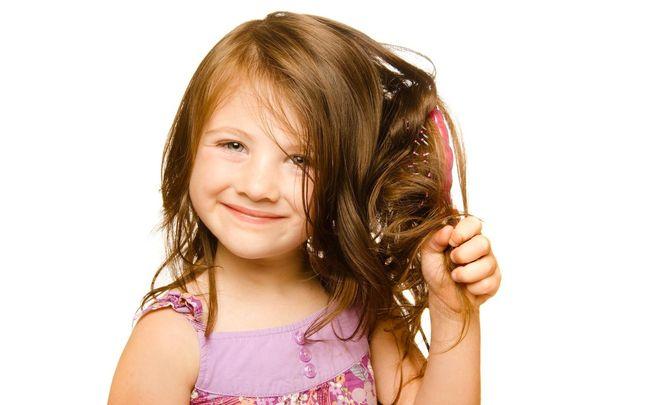 У детей волосы могут выпадать из-за гормональной перестройки