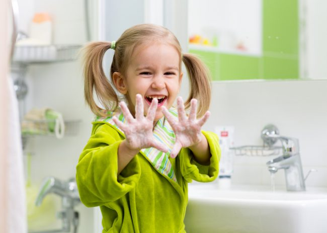 От того, насколько правильно будет организовано лечение, зависит, выздоровеет ли ребенок без последствий, или получит бактериальные осложнения. Поэтому будьте внимательны!