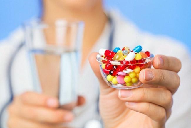 Витаминные комплексы нормализуют циркуляцию крови, укрепляют сосуды и сердце, противостоят холестериновым накоплениям