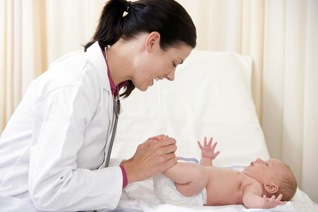Для диагностирования гидроцеле у грудничков проводят УЗИ или диафаноскопия, у детей старшего возраста диагностика сводится к визуальному осмотру и пальпации