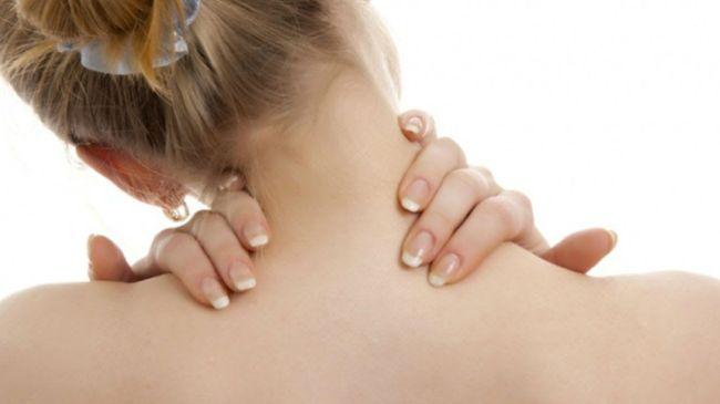 Воспаление лимфоузлов на шее часто сопровождаются головной болью, упадком сил и температурой