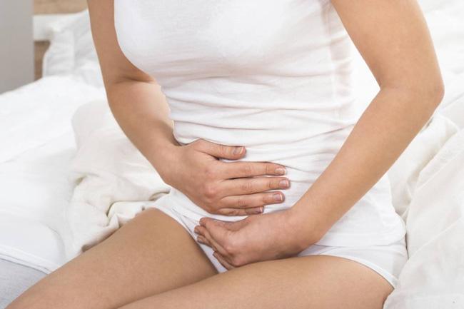 Обычно после опорожнения кишечника, болевой синдром уходит, если же боли продолжаются, то это может свидетельствовать о развитии серьезной патологии