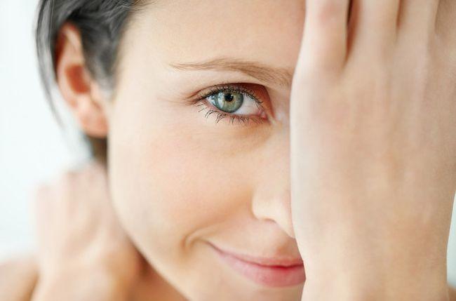 На время лечения ячменя стоит отказаться от косметики