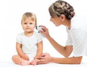 Если у вашего ребенка заложило уши, лучше не заниматься самолечением, а пойти к врачу