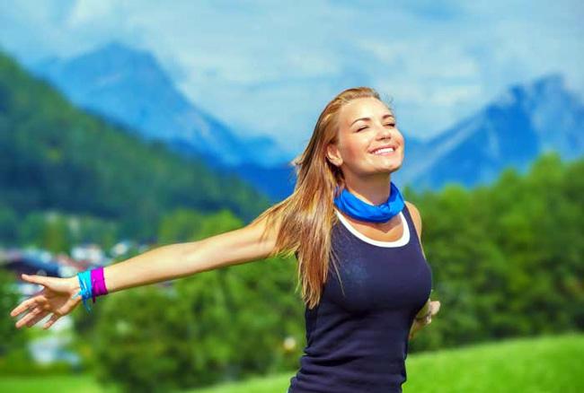Уколы Комбилипена оказывают следующее воздействие на организм: восстанавливают оболочки нервных волокон, способствуют большему синтезу нейромедиаторов, восстанавливают нервную ткань, приводят в норму метаболизм углеводов
