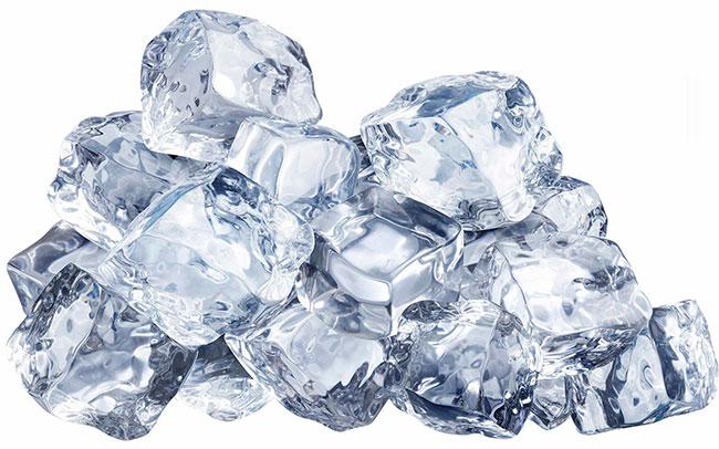 Лед снимет воспаление и снизит температуру на поврежденном месте, ослабит симптомы и приведет кожу в нормальное состояние