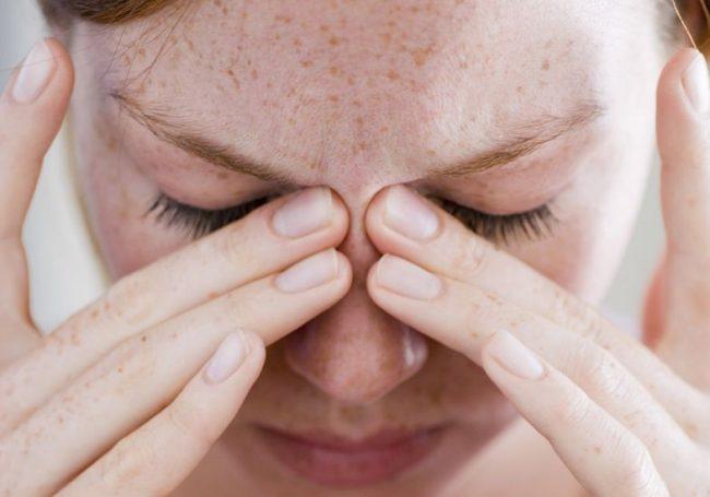 Незначительное искривление носовых перегородок может вызывать проблемы с дыханием и ощущение заложенности