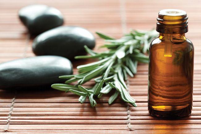Масло чайного дерева - прекрасное натуральное средство для лечения зуда в ушах