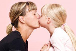 Вирусом Эпштейна Барр можно запросто заразиться при поцелуе с человеком-носителем вируса