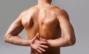 Боли в поврежденном позвонке - один из симптомов гемангиомы грудного отдела позвоночника