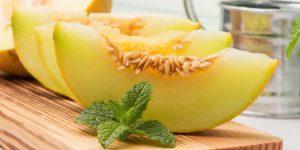 Невероятно, но этот сладкий плод способен улучшить состояние организма по многим показателям
