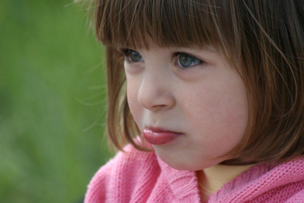 Препарат Зовиракс для лечения детей можно использовать только после консультации с врачом
