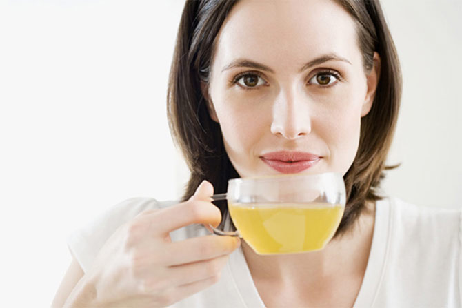 Чай из этого растения также часто используют в различных диетах и программах похудения, которые так любят наши женщины