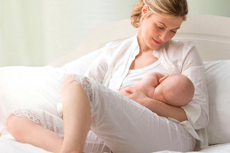 """""""Иван-чай"""" также способствует усилению лактации в матерей, которые кормят малышей грудью, по этом у следует принимать чай из этого растения днем или перед сном"""