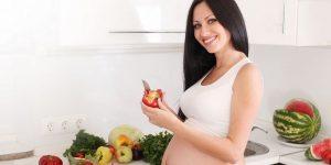 Кинза также очень полезна для здоровья женщин, но в период вынашивания малыша и кормления грудью перед ее употребление лучше проконсультироваться с врачом
