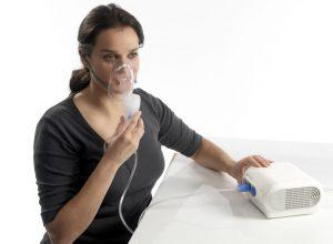 Ингаляции с минеральной водой улучшают состояние человека при ряде заболеваний органов дыхания, однако важно помнить о противопоказаниях к данной процедуре
