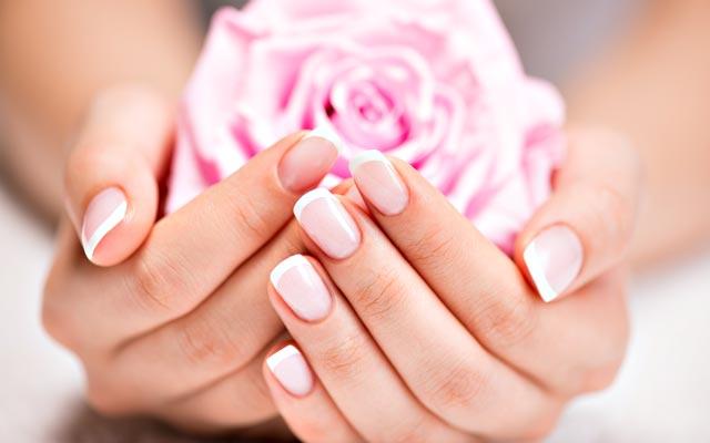 Укрепить ногти, придать им блеск и прочность, можно в домашних условиях