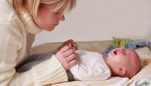 При появлении симптомов, указывающих на аллергическую реакцию, следует незамедлительно вызвать врача