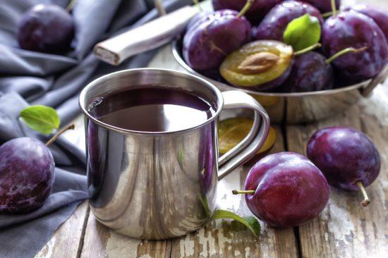 Плоды сливы сушат, получая чернослив, замораживают, из них готовят компоты, начинки для пирогов, отжимают сок, делают повидло, желе, варенье, пастилу, цукаты, пюре, мармелад, маринады, подливы, различные приправы