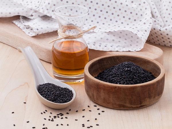 В дополнение к общеукрепляющему действию, масло черного тмина обладает отхаркивающим, жаропонижающим, противовоспалительным, антибактериальным и противовирусным свойствами