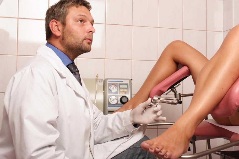 Секс врач усыпил девку и начал тыкать