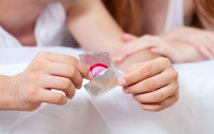 В большинстве случаев причиной заражения хламидиозом становится незащищенный половой контакт