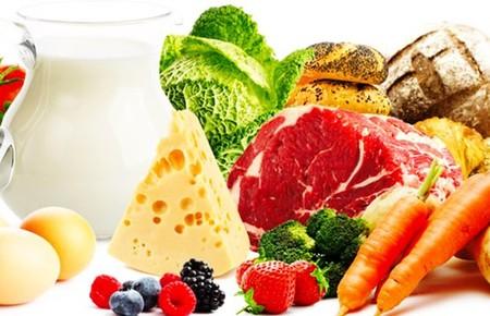 Некоторые врачи рекомендуют употреблять больше продуктов с содержанием такого вещества, как ликопен. Больным рекомендуют ежедневно съедать несколько свежих томатов или выпивать стакан-другой томатного сока.