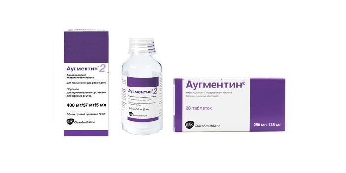 На фото таблетки Аугментин и суспензия.