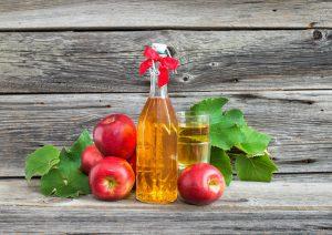Яблочный уксус часто применяется на только для внутреннего, но и для наружного лечения