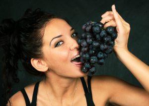 Черный виноград по праву считается самым полезным для здоровья человека