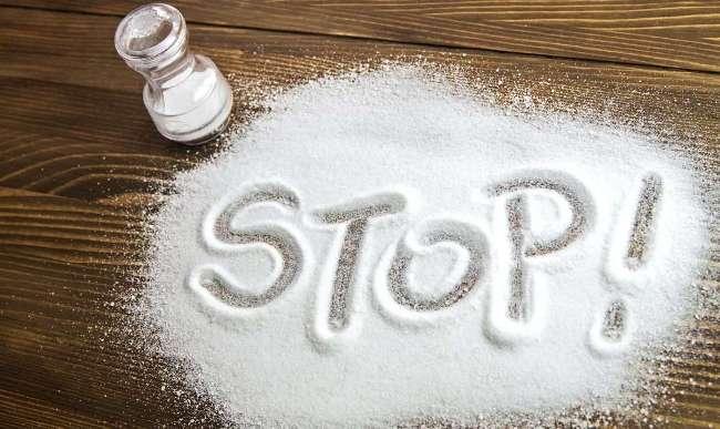 При артериальной гипертензии необходимо ограничить употребление соли