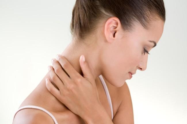 Боли в шее могут возникать из-за множества разных причин. Если болит шея - нужно обратиться к врачу