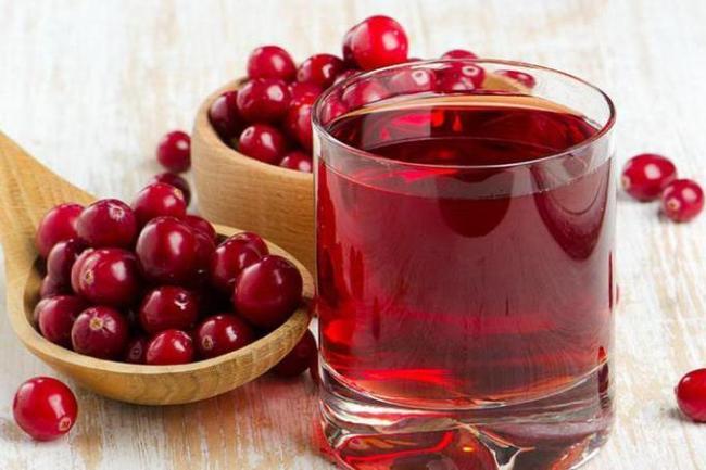 Сок из брусники содержит множество витаминов, поднимает иммунитет, эффективное средство от простуды