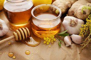 Чеснок с медом укрепляет иммунитет, а также лечит заболевания мочевыделительной системы