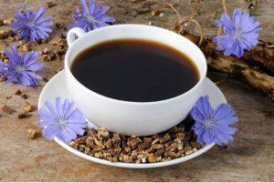 Цикорий обладает множеством полезных свойств, напиток из цикория полезен людям с заболеваниями сердечно-сосудистой системы