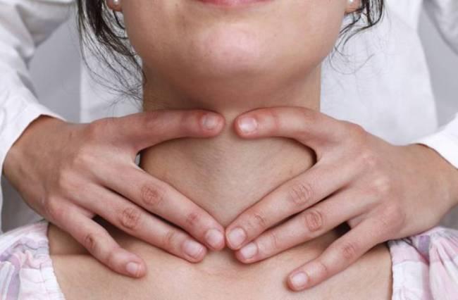 При гипертиреозе щитовидная железа увеличивается в размерах