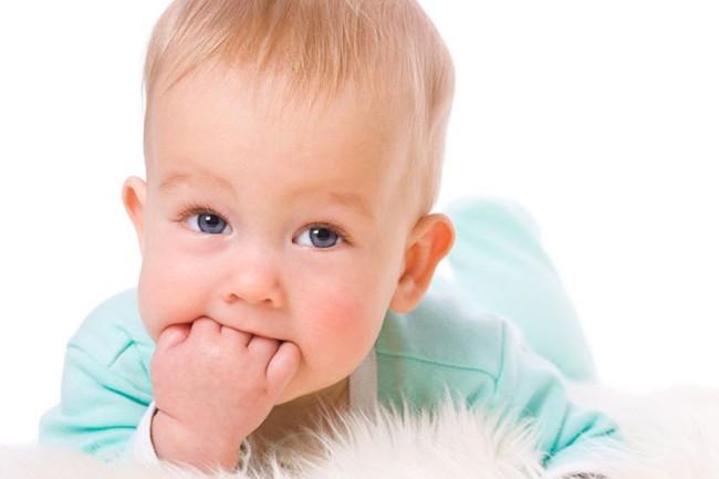 Холисал устраняет боль, возникающую при прорезывании зубов у малышей