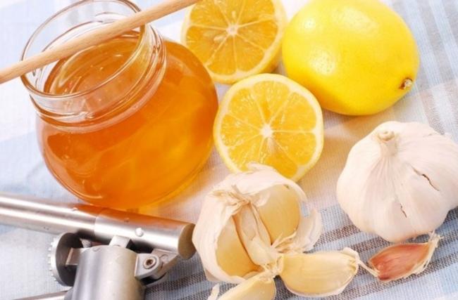 Чеснок с медом и лимоном - эффективное народное средство для борьбы с ишемической болезнью сердца
