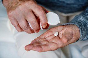 Препарат Итраконазол применяется для лечения грибка ногтей, тропических микозов и множества других заболеваний, вызванных грибком