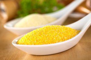 Кукурузная каша обогащает организм полезными веществами, помогает восстановиться после болезни или операции