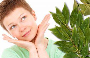 Лавровый лист можно использовать в косметологии, он борется с морщинами, сужает поры, лечит акне