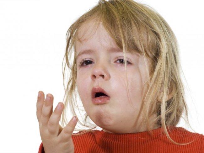 Если лающий кашель у ребенка сопровождается повышением температуры - это говорит о вирусной природе заболевания