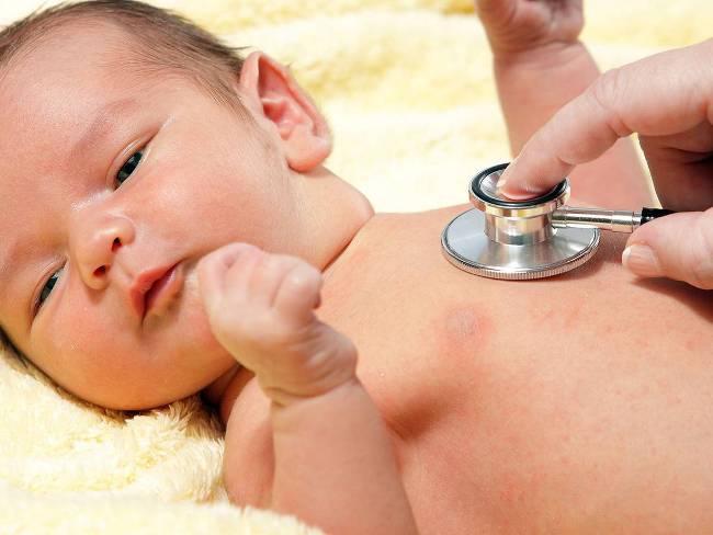 Установить причину лающего кашля у ребенка может только врач. Если у ребенка наблюдается кашель и осип голос - срочно вызывайте доктора!