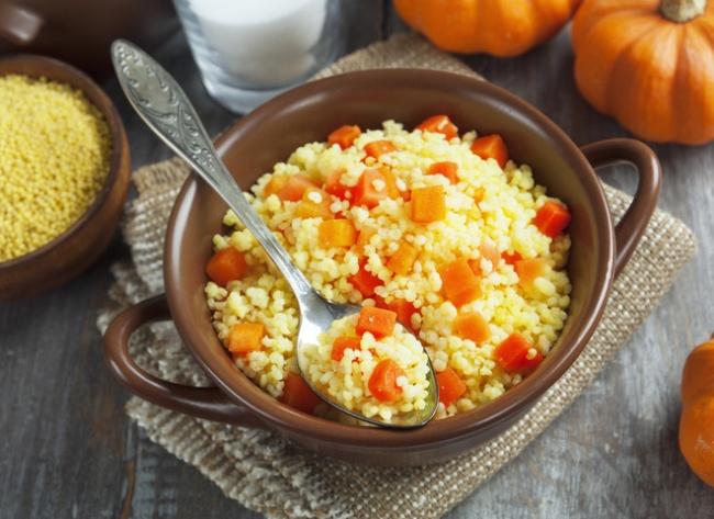 Пшенная каша с тыквой очень полезна и для взрослых и для малышей, это отличное блюдо на завтрак