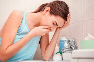 Рвота с желчью – явление, которое связано с патологиями органов ЖКТ или интоксикацией, для устранения рвоты нужно выяснить первопричину